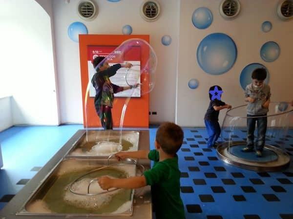 bolle giganti alla città dei bambini di Genova