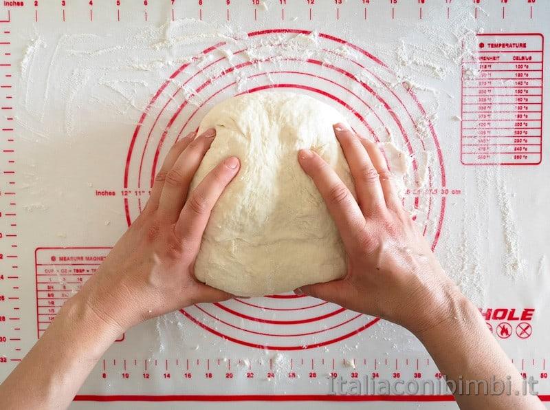 pizza fatta in casa impasto