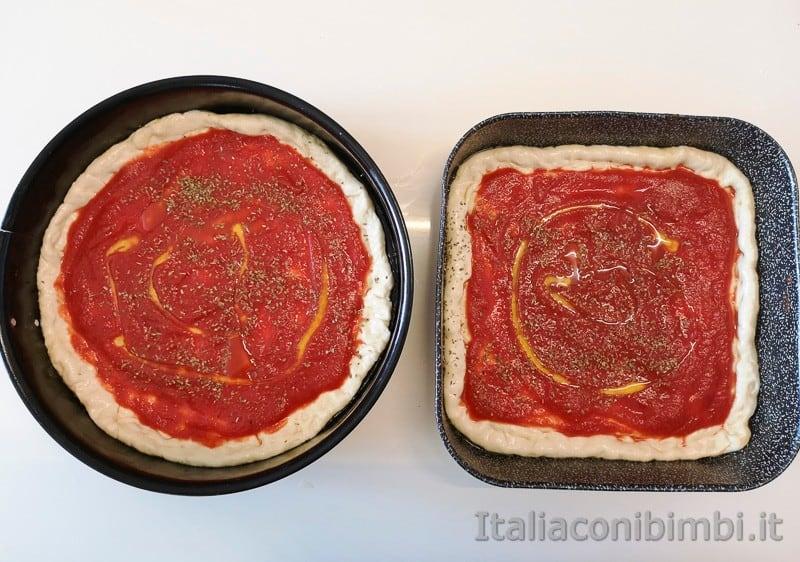 pizza fatta in casa nei testi con il pomodoro