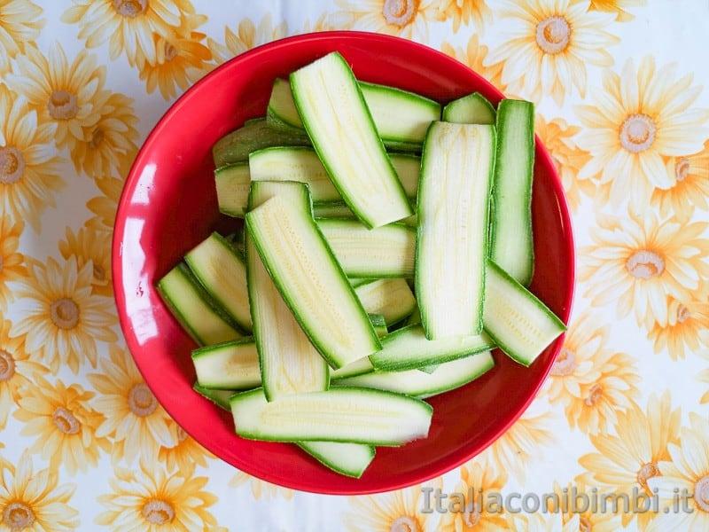 Zucchine tagliate a fette