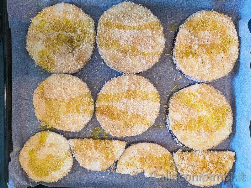 testo da forno con le melanzane tagliate ma ancora crude