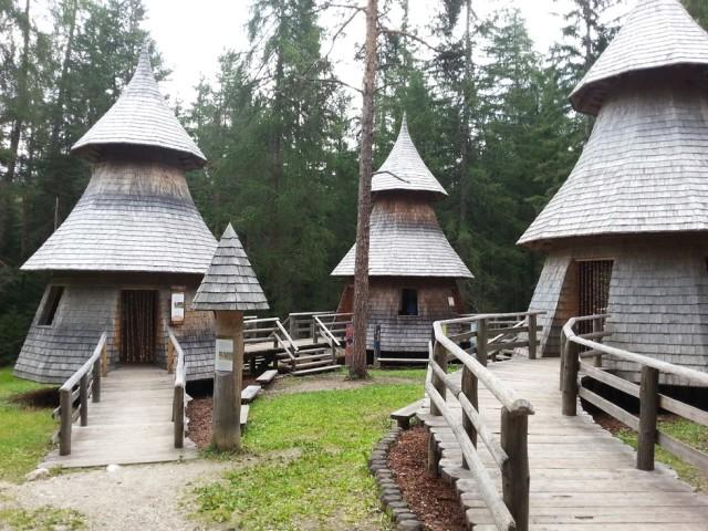 mondo magico della foresta a Dobbiaco in Val Pusteria con bambini