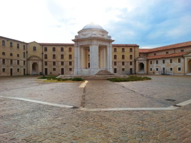 Mole Vanvitelliana ad Ancona con bambini