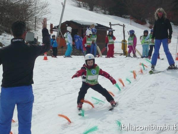 Andalo bambini a sciare