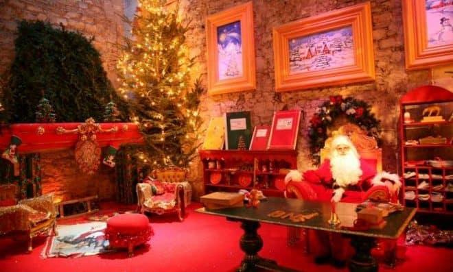 Dove Si Trova Ora Babbo Natale.La Casa Di Babbo Natale Di Montecatini Italia Con I Bimbi