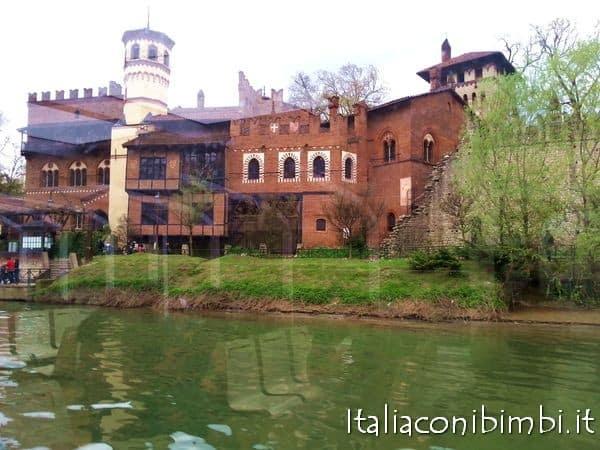 Borgo medievale dal Po a Torino