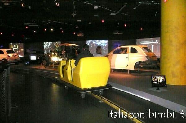 percorso su rotaia al Museo dell'auto di Torino