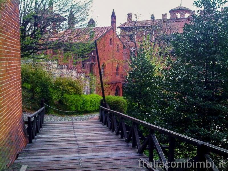 Torino - borgo medievale uscita dal castello