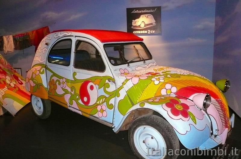 Torino - museo dell'automobile - auto colorata