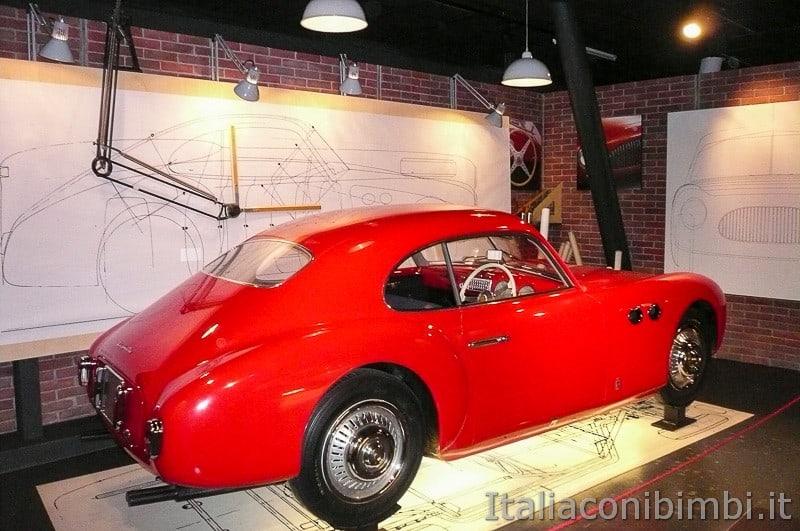 Torino - museo dell'automobile - auto rossa
