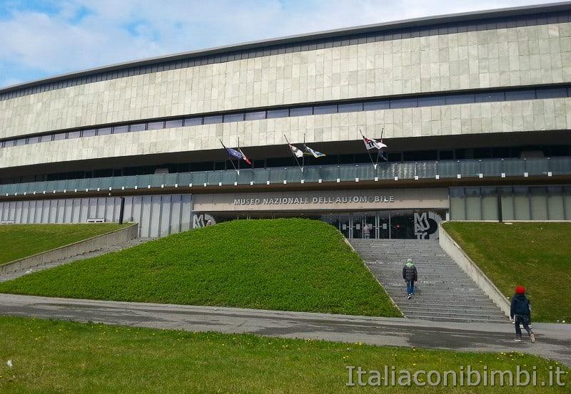 Torino - museo dell'automobile - ingresso