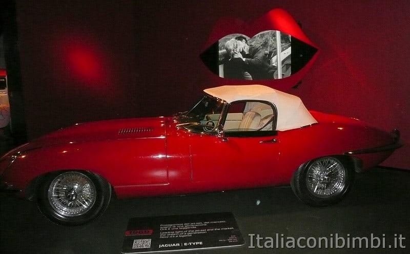 Torino - museo dell'automobile - jaguar