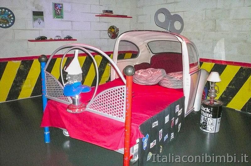 Torino - museo dell'automobile - letto auto