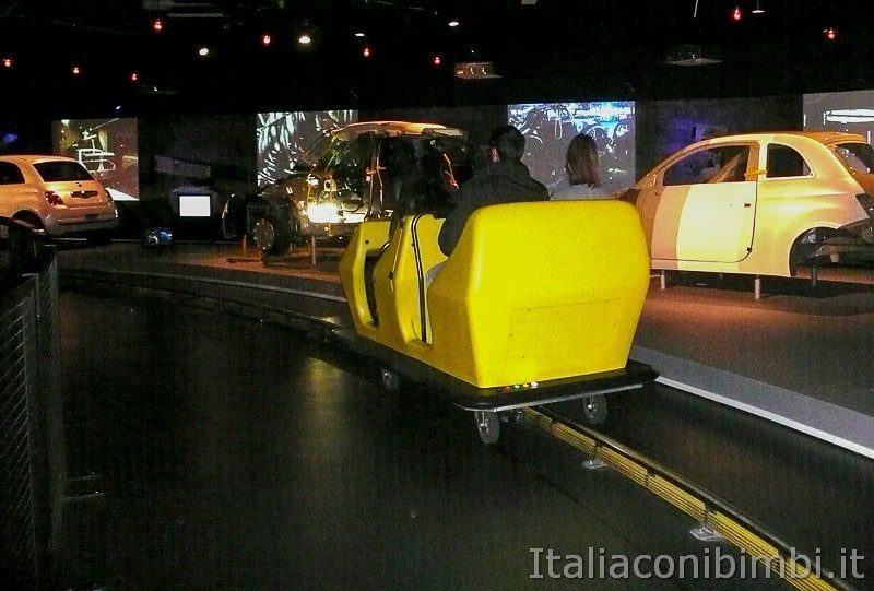 Torino - museo dell'automobile - sulla macchinina