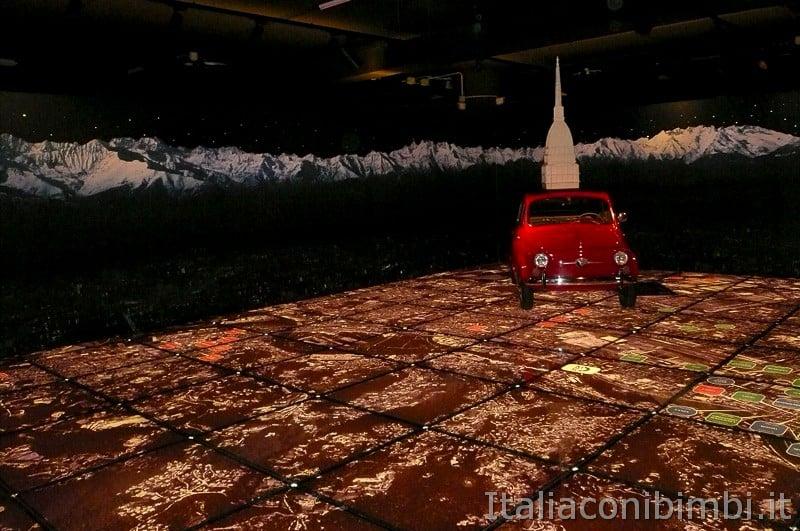 Torino - museo dell'automobile - video sul pavimento