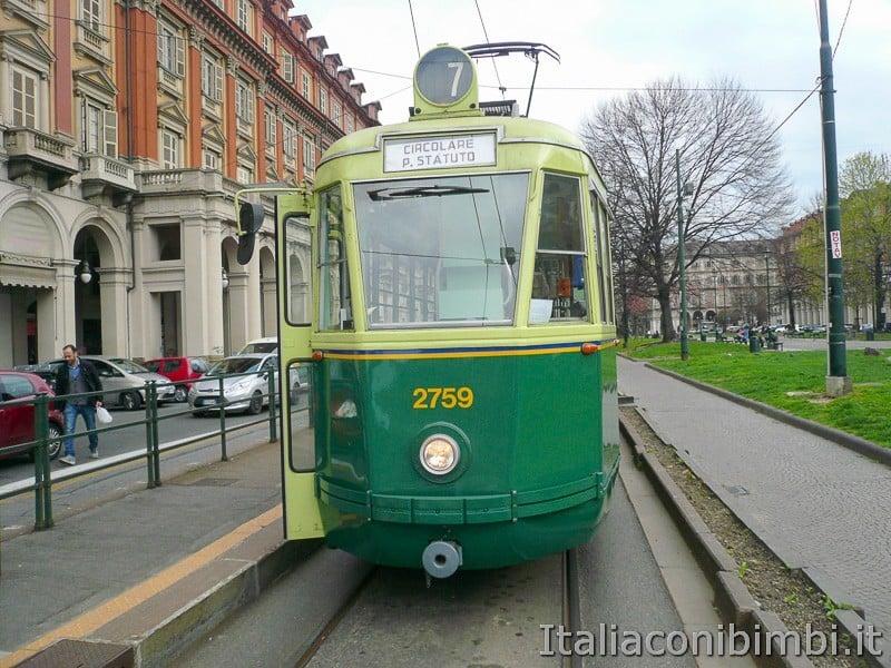 Torino - tram storico numero 7 davanti
