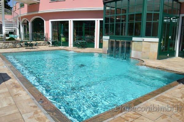 Cavallino Bianco Ortisei piscina esterna