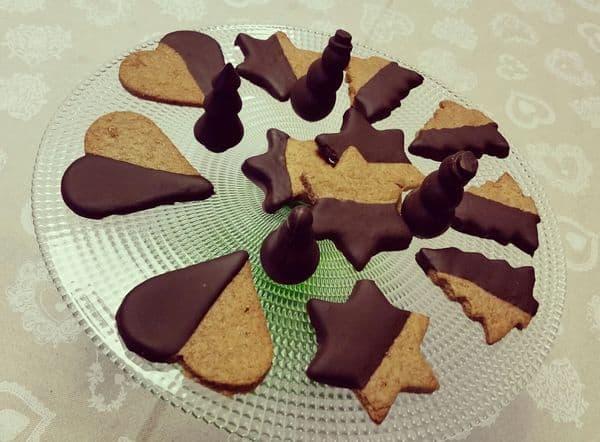biscotti con la pasta frolla di Marco Bianchi ricoperti di cioccolata fondente