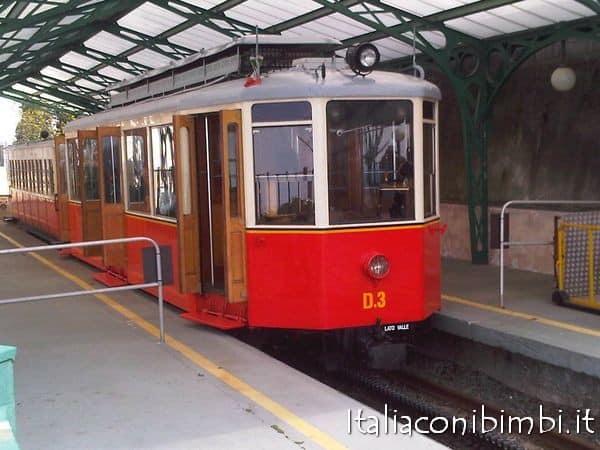 Cosa vedere a Torino con bambini: tram Sassi-Superga