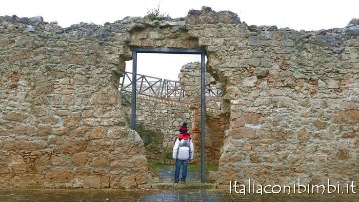 fortezza di civitella del tronto in Abruzzo con bambini