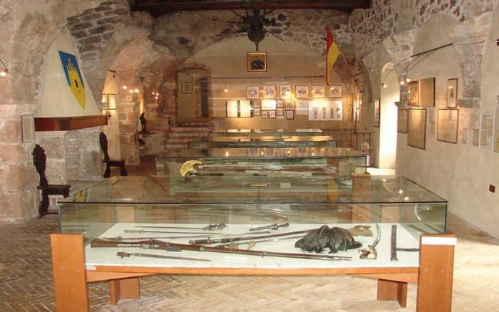 museo delle armi alla fortezza di civitella in Abruzzo con bambini