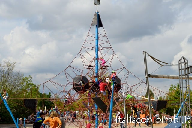 arrampicata al parco Playmobil in Germania