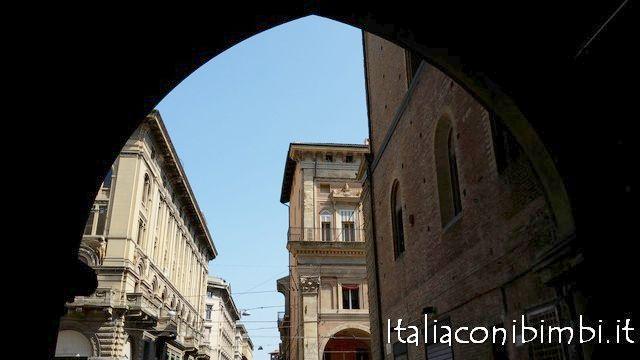 Bologna centro con il Torri Tour