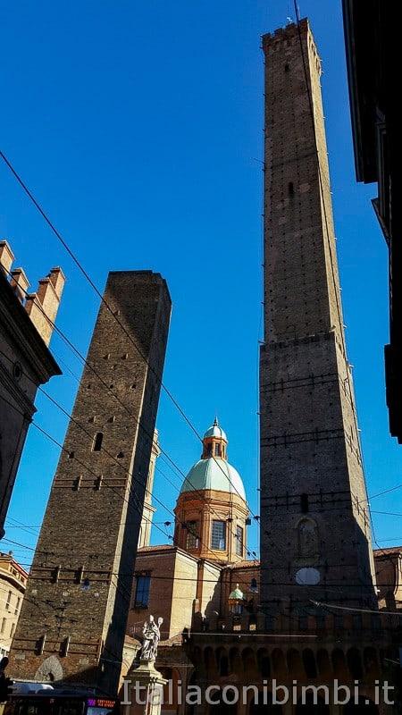 Bologna - torre dgli Asinelli e Garisenda