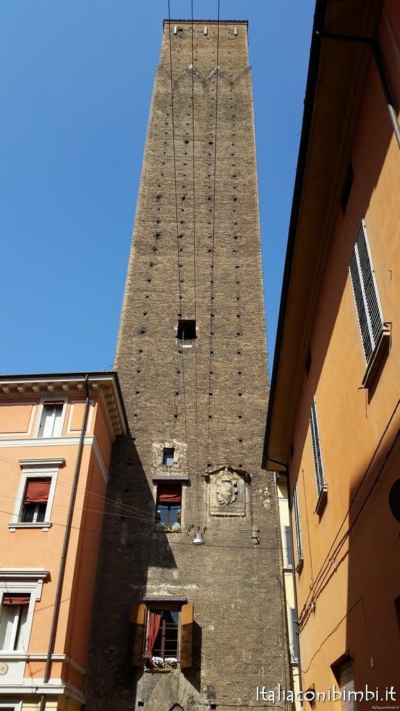 esterno torre Prendiparte Bologna
