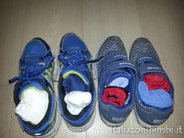calzini dentro alle scarpe