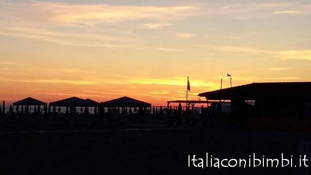 tramonto sul mare a Viareggio