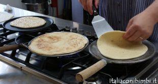 Ricetta della piadina della Chef Albarosa Zoffoli alla Fattoria Belvedere di Bellaria Igea Marina