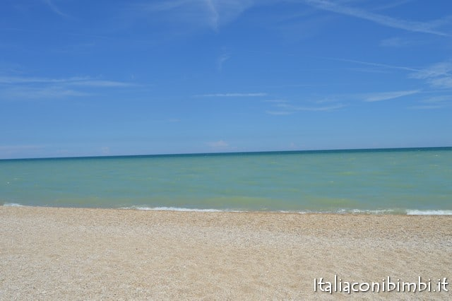 Centro Vacanze De Angelis di Numana spiaggia