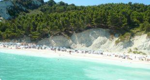 La spiaggia delle Due Sorelle sulla Riviera del Conero con i bambini