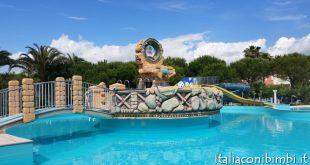 Villaggio vacanze a Numana:piscina al centro vacanze de angelis di Numana