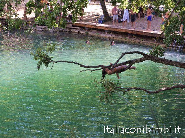 Lago di Sinizzo tuffi dagli alberi