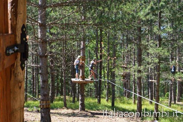 Parco avventura Gran Sasso interno percorsi bambini grandi