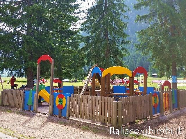 Val di Fassa con bambini parco giochi di Campitello