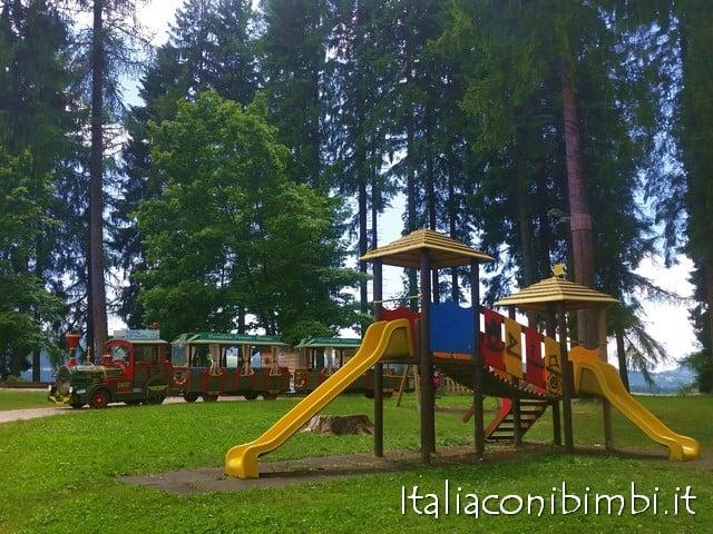 Parco giochi Asiago con bambini
