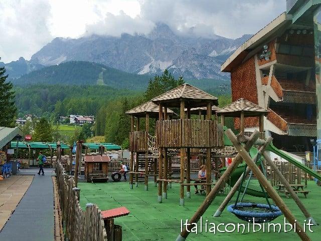 parco giochi dello stadio del ghiaccio di Cortina