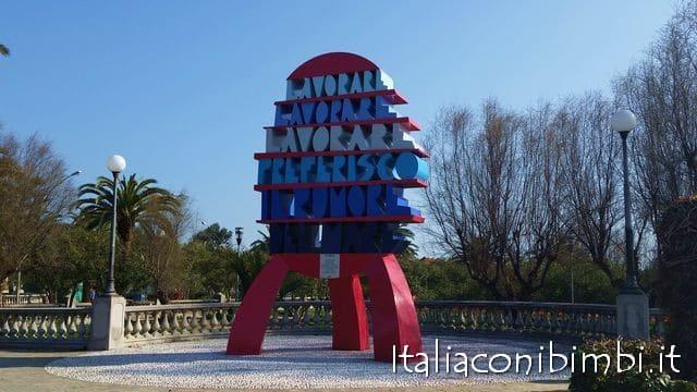 Monumento di Ugo Nespolo di San benedetto del Tronto