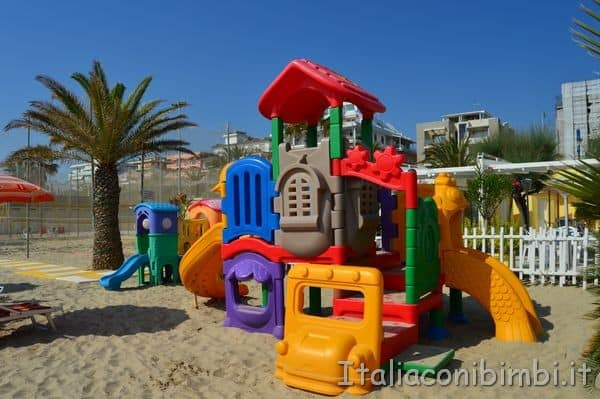 Villa Spina giochi in spiaggia