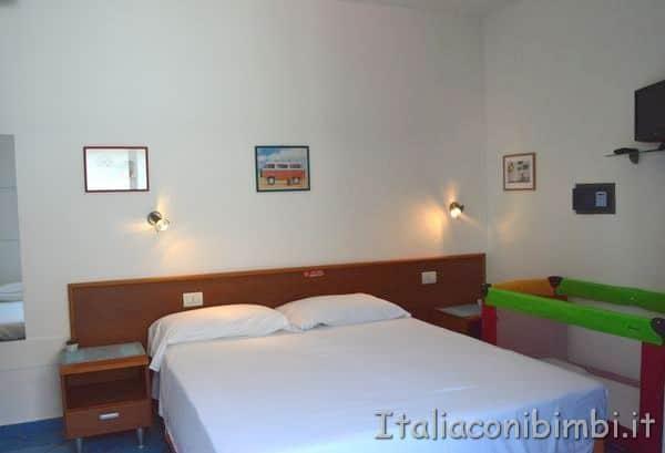 camera da letto con culla Villa Spina