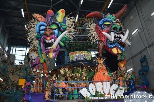 carro-dietro-la-maschera-al carnevale di viareggio 2017