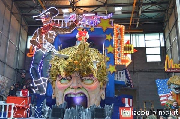 carro dedicato a donald trump del carnevale di viareggio2017