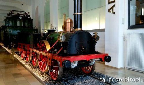 Vecchi treni al museo ferroviario di Norimberga