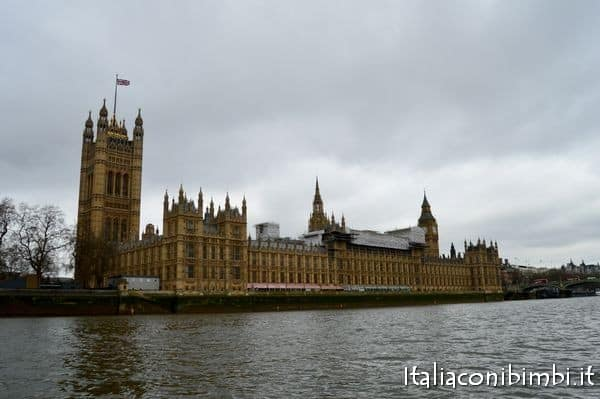 Palazzo di Westminster dal fiume