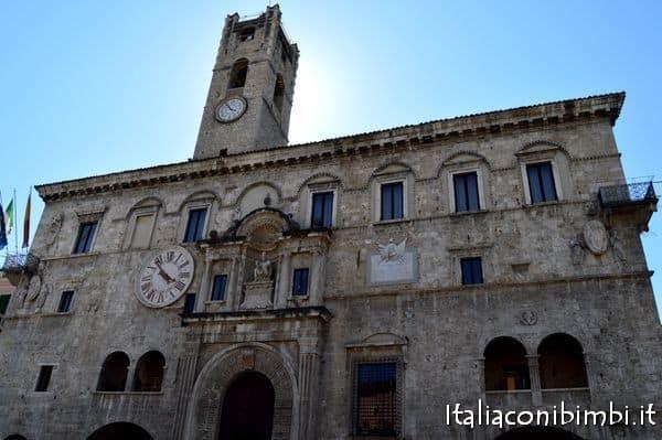 Palazzo dei Capitani in Piazza del Popolo Ascoli Piceno