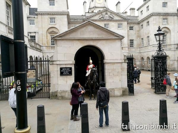 a cavallo a Downing Street