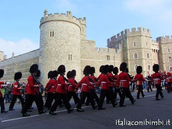 cambio della guardia al castello di Windsor